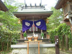 shrine02_half